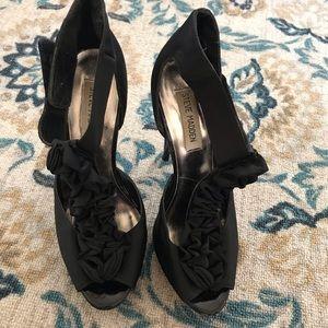Steve Madden ruffles black heels size 8.5